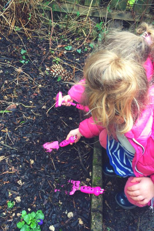 Ways to entertain kids in the garden